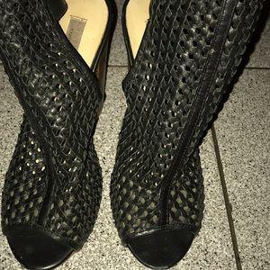 Chinese Laundry peep toe black leather crisscross